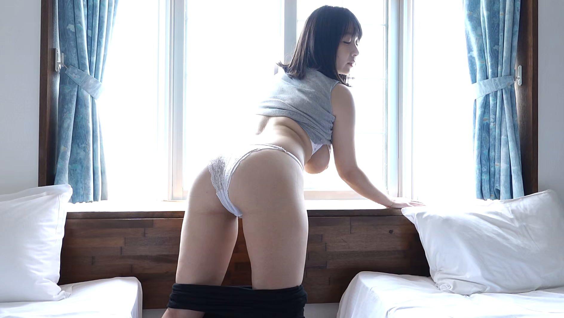 グラビアアイドルGIF画像|ムチムチ系の完成された身体→二人っきりの南国生活 桐山瑠衣webm画像