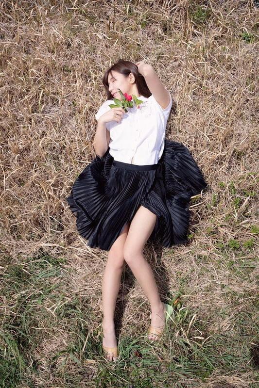 グラビアアイドル画像|身体が柔らかいのを生かした腰のラインが魅力の夏本 あさみちゃんのグラビア画像まとめその1 100枚