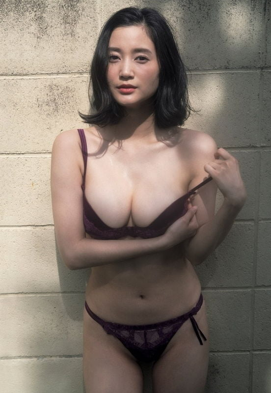 グラビアアイドル写真集|大人の色気すごい妖艶な姿にGカップバストの胸元セクシーな出口亜梨沙グラビア画像まとめ1 100枚