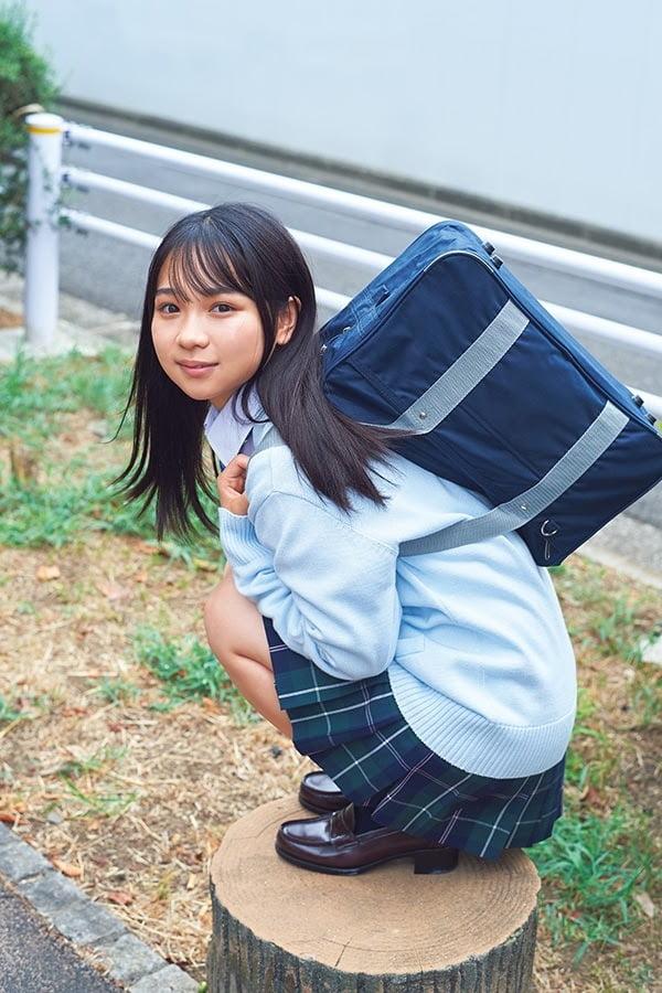グラビアアイドル写真集 ミニマム×グラマラスボディ=「ミニグラの池本しおりグラビア画像まとめ1 100枚