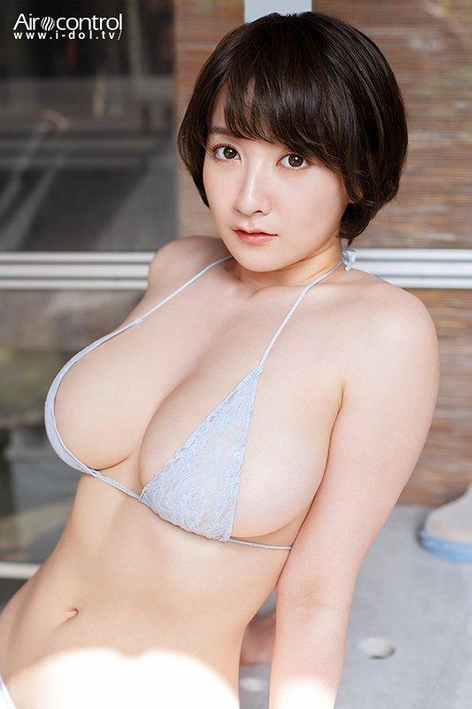 紺野栞グラビアアイドルGIF画像|露出過多でその自慢の巨乳を見せつけてくる紺野栞エロギフ